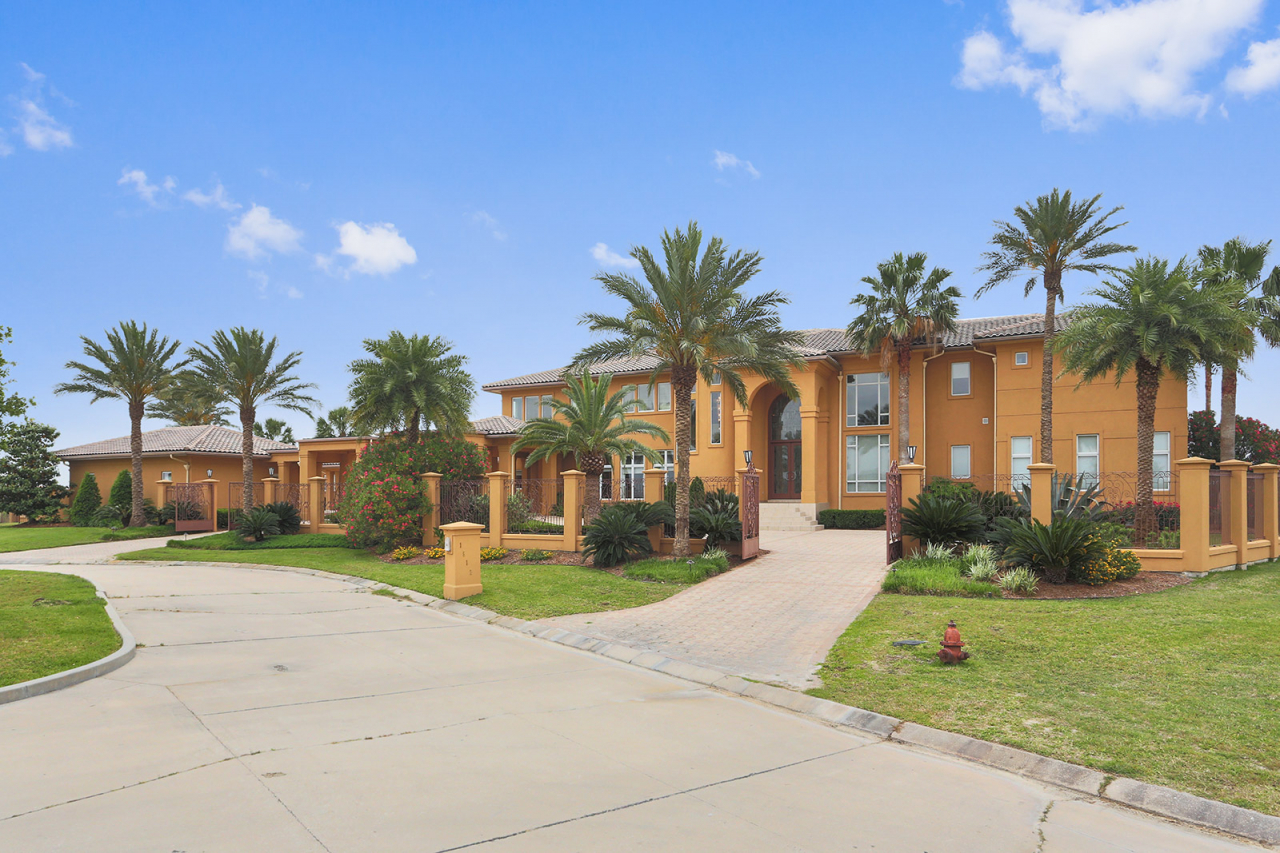 Nba player p j brown lists 4 500 000 home with gardner for Home builders in louisiana