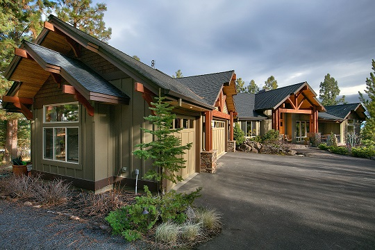 Outstanding bend oregon custom home with cascade views for Custom home design bend oregon