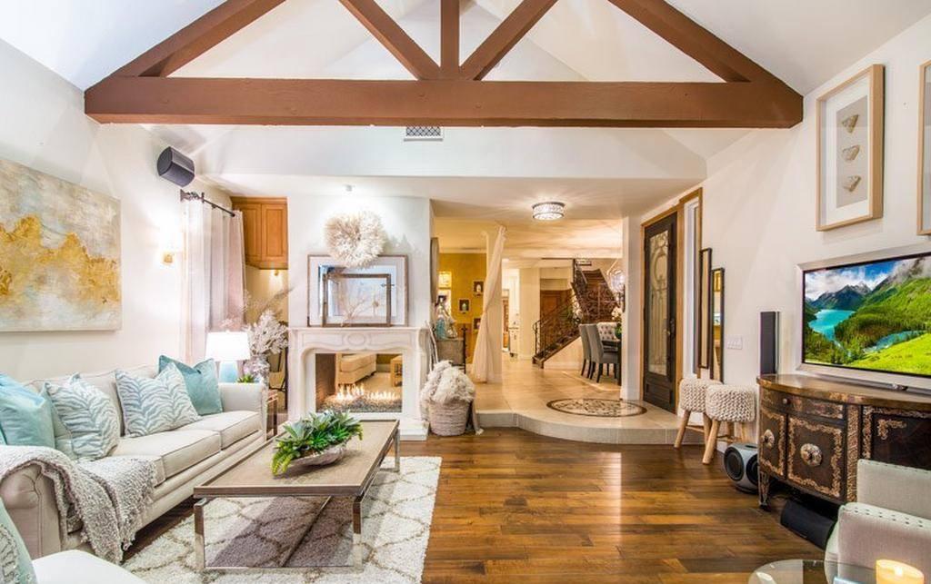 605 Dahlia Avenue Living Room