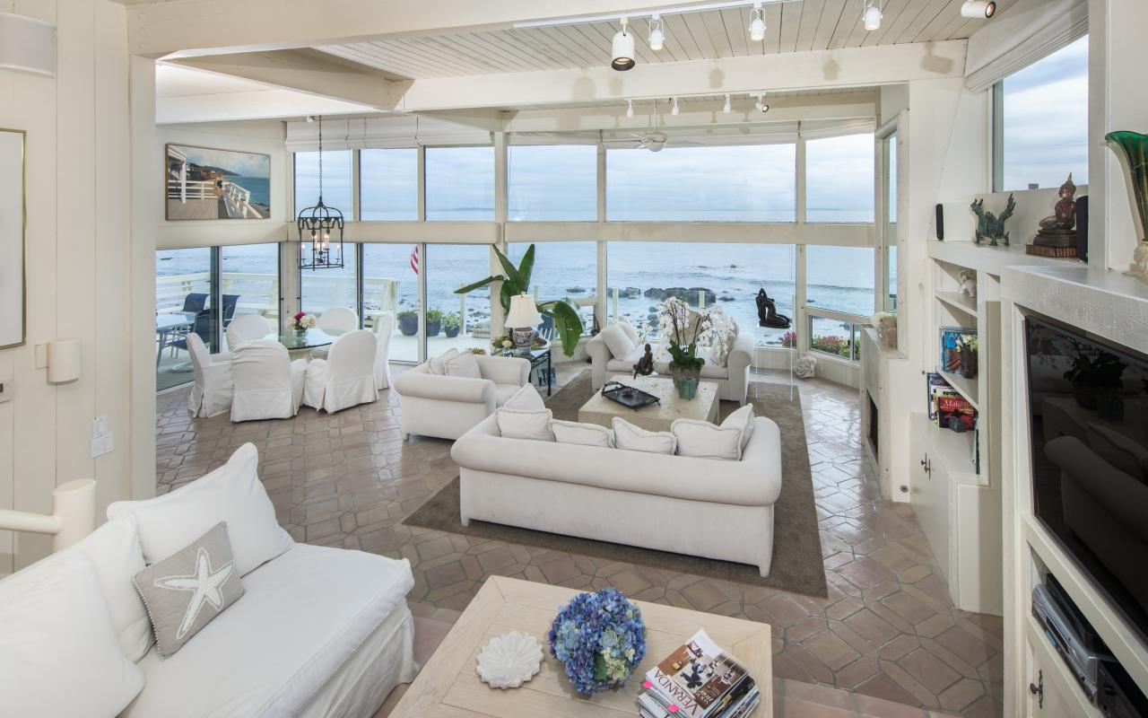 24320 Malibu Road Living Room