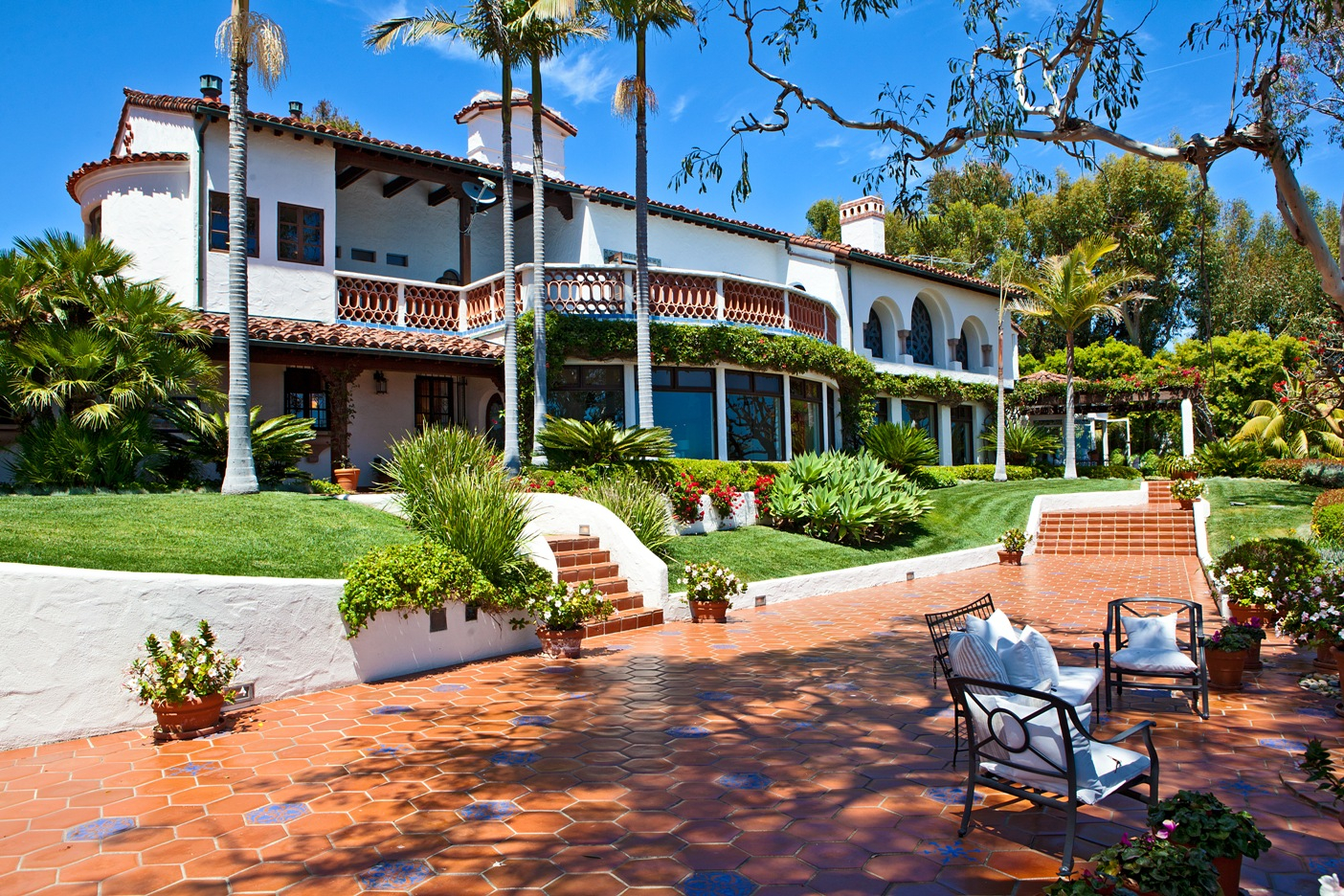 Mediterranean villa on paradise cove bluffs for Luxury homes usa
