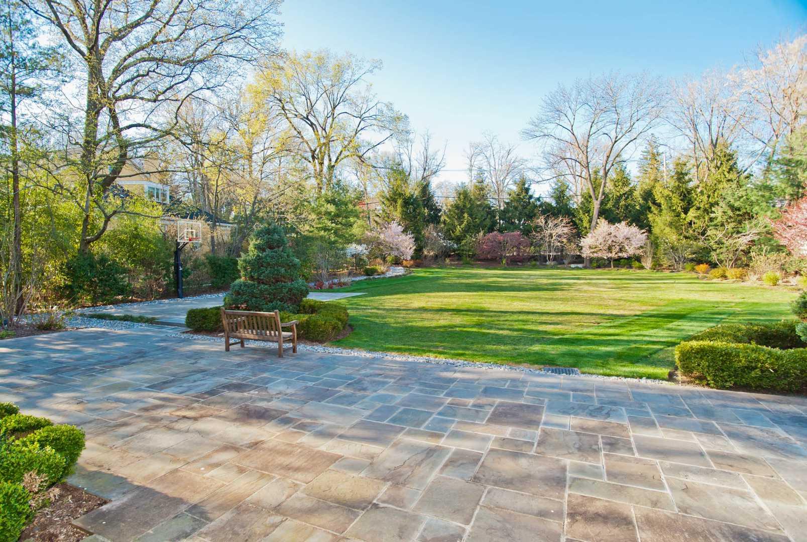 Short Hills (NJ) United States  city photo : ... Maintained Stone Manor in Short Hills, NJ LuxuryRealEstate.com