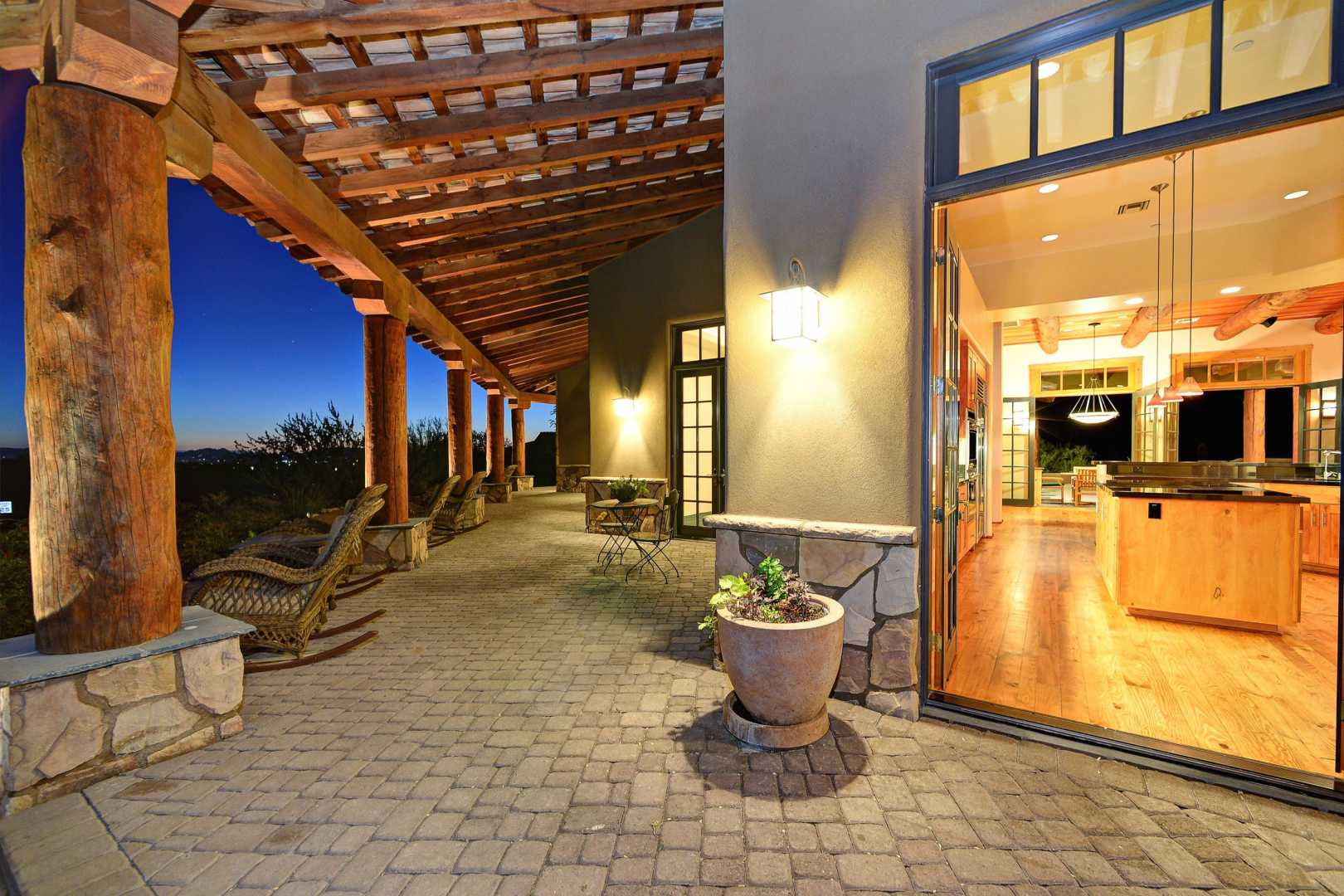 City Light And Mountain Views In 100 Hills