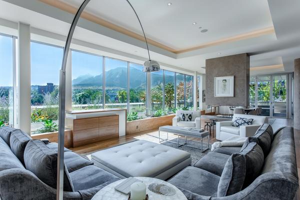 1155 Canyon Boulevard #406 Living room