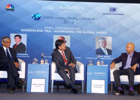 Eminent TV Journalist Vikram Chandra in conversation with – (L-R): Arun Singh (Former Indian Ambassador to USA), Vikram Chandra, H.E. Nadir Patel (High Commissioner of Canada to India)