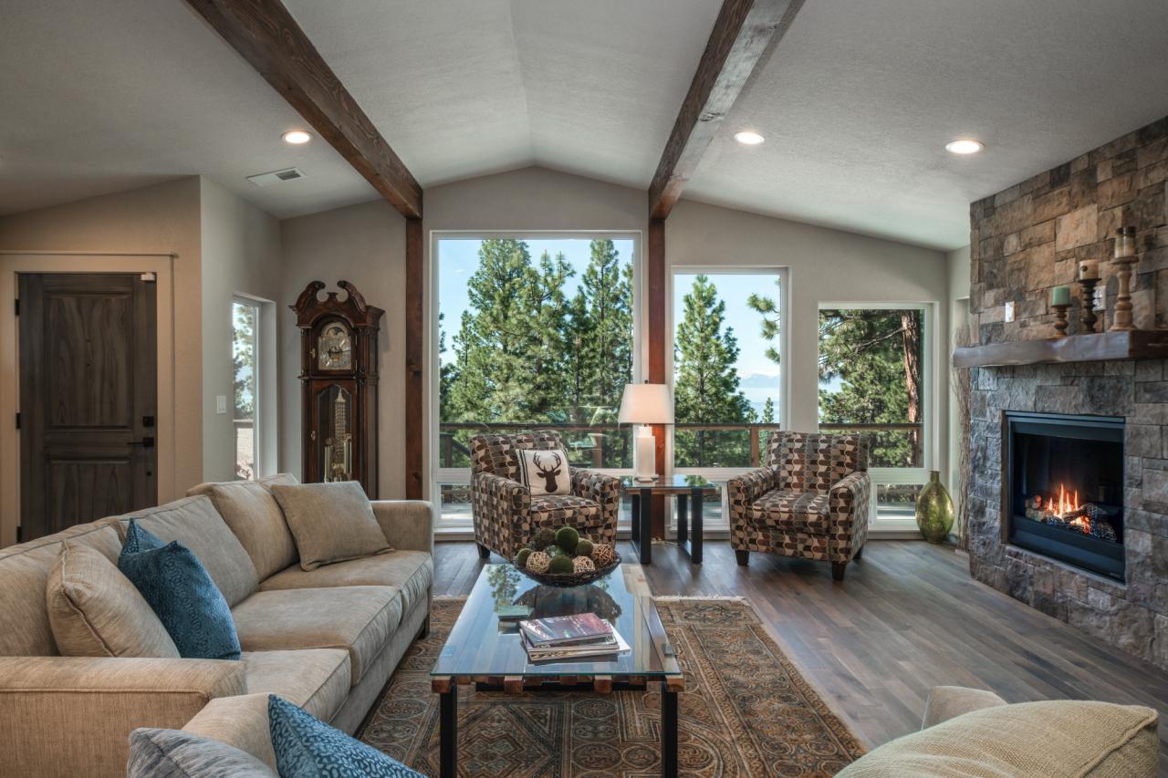676 Tyner Way - Living Room