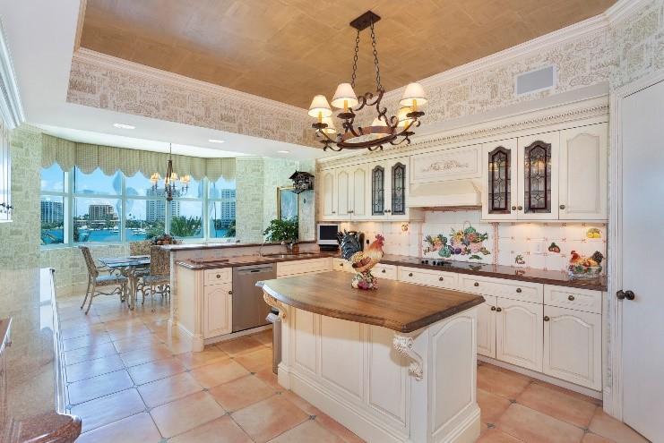 Mizner Grand Condominium - Kitchen