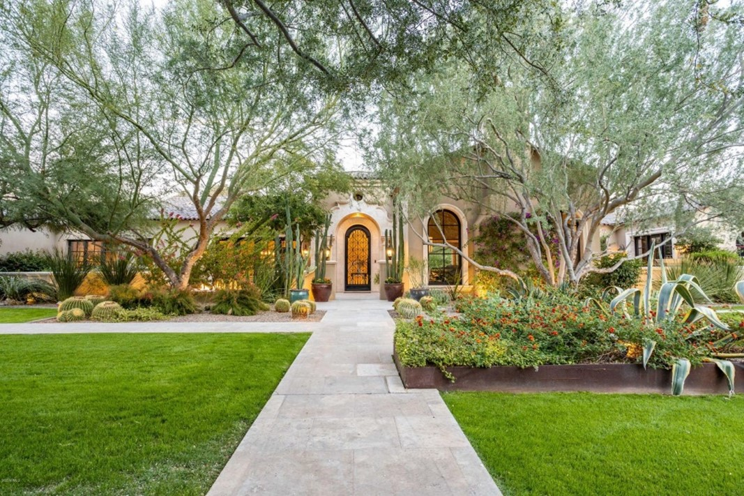 This Paradise Valley estate sold for $5,250,000