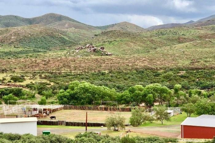 8960 S Cutting Edge Ranch Trail