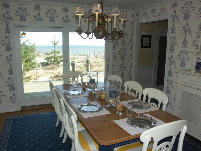 """<span class=""""caption-true"""">Dining room  on the water....</span>"""
