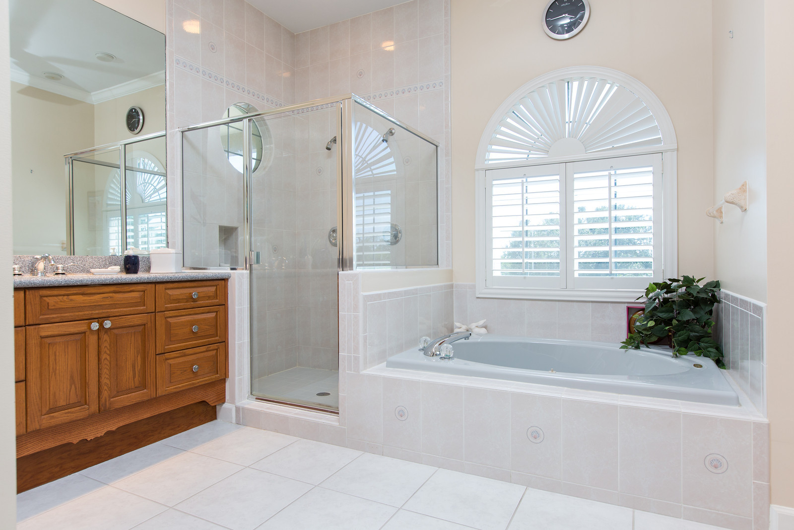 "<span class=""caption-true"">Master Bathroom</span>"