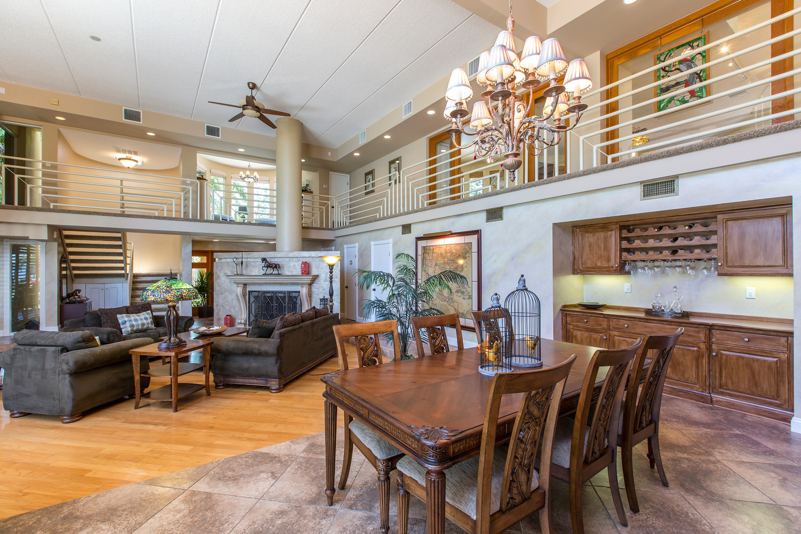 """<span class=""""caption-true"""">Dining to Living Room</span>"""