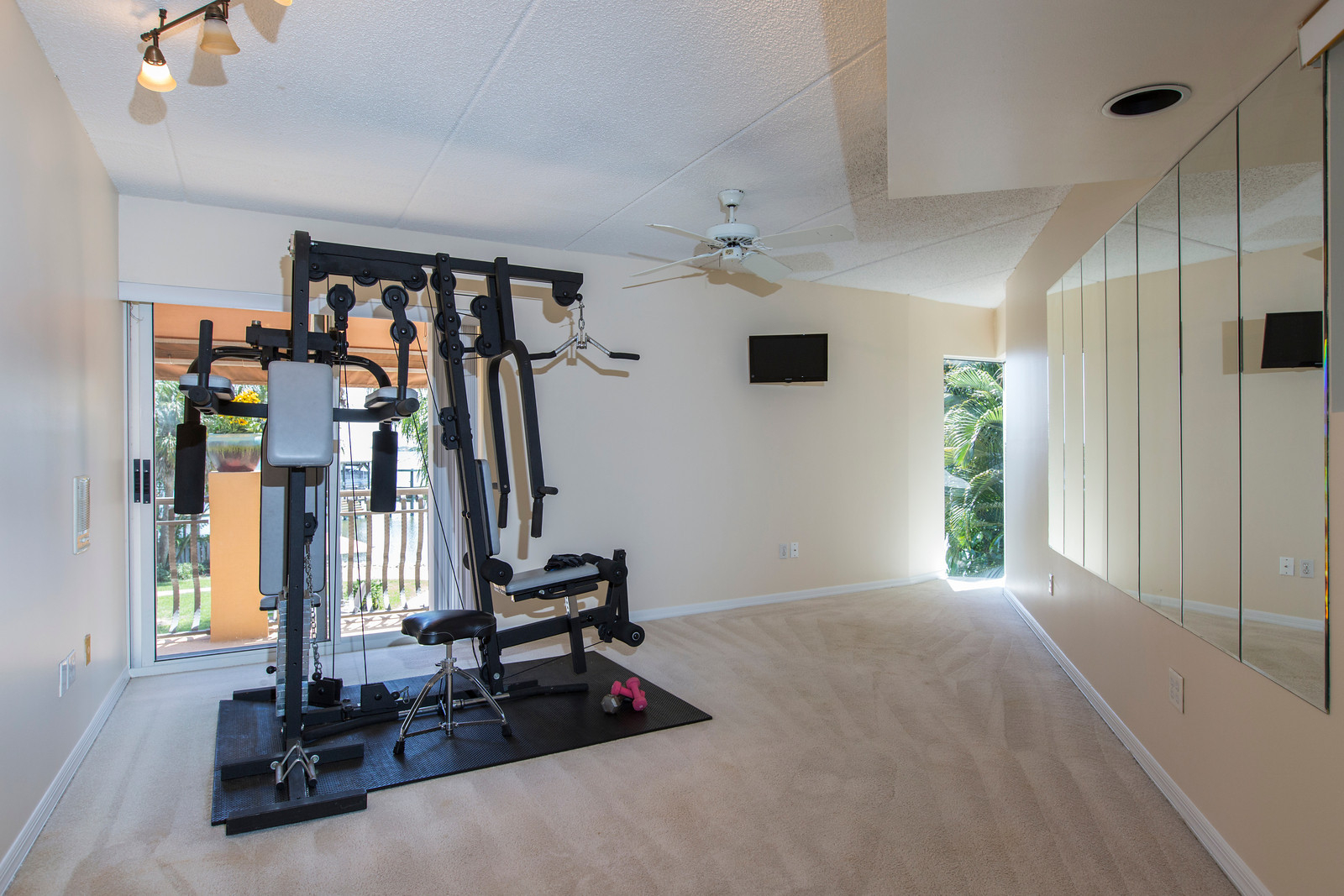 """<span class=""""caption-true"""">Exercise Room/ Bedroom</span>"""
