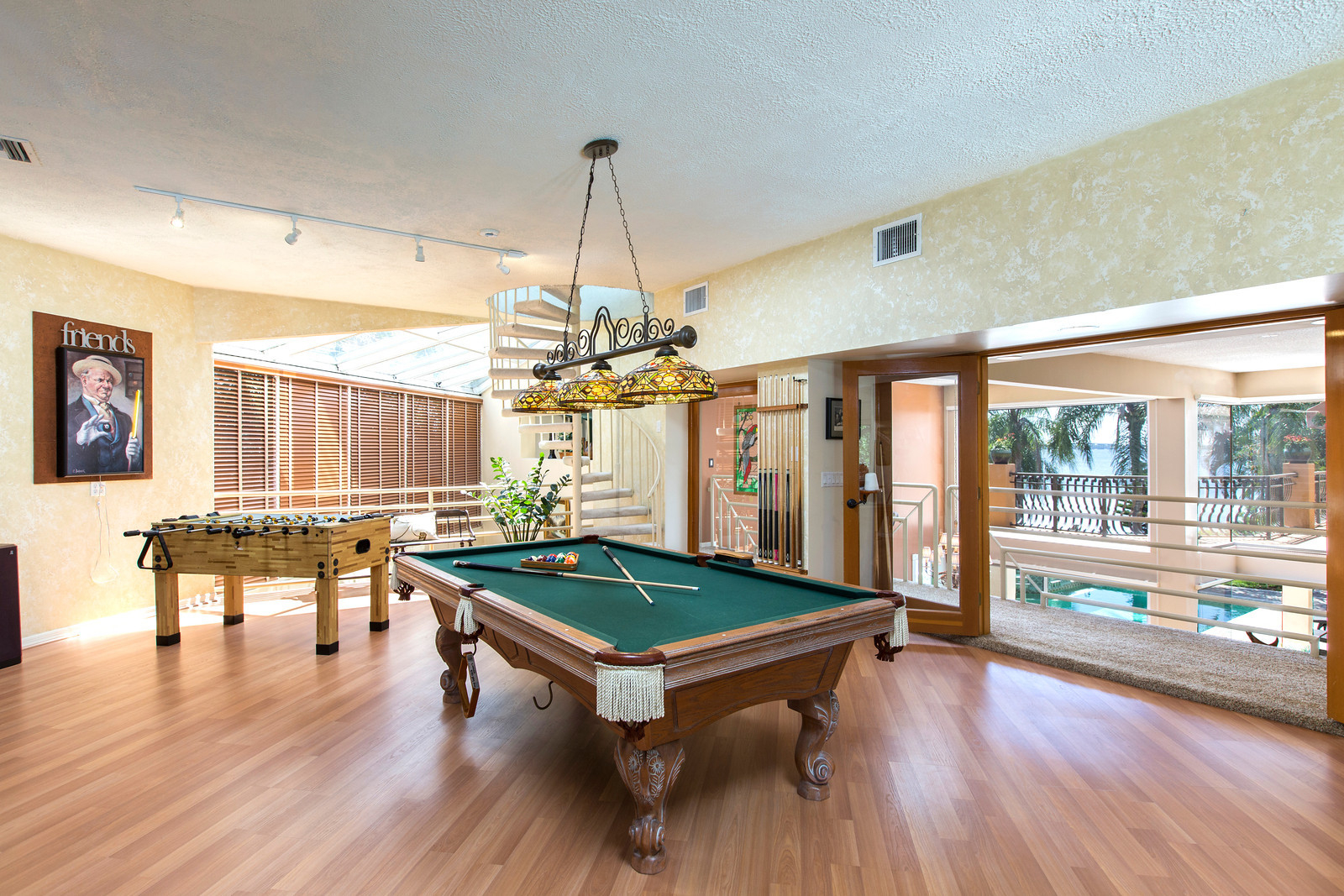 """<span class=""""caption-true"""">Game Room Water View</span>"""