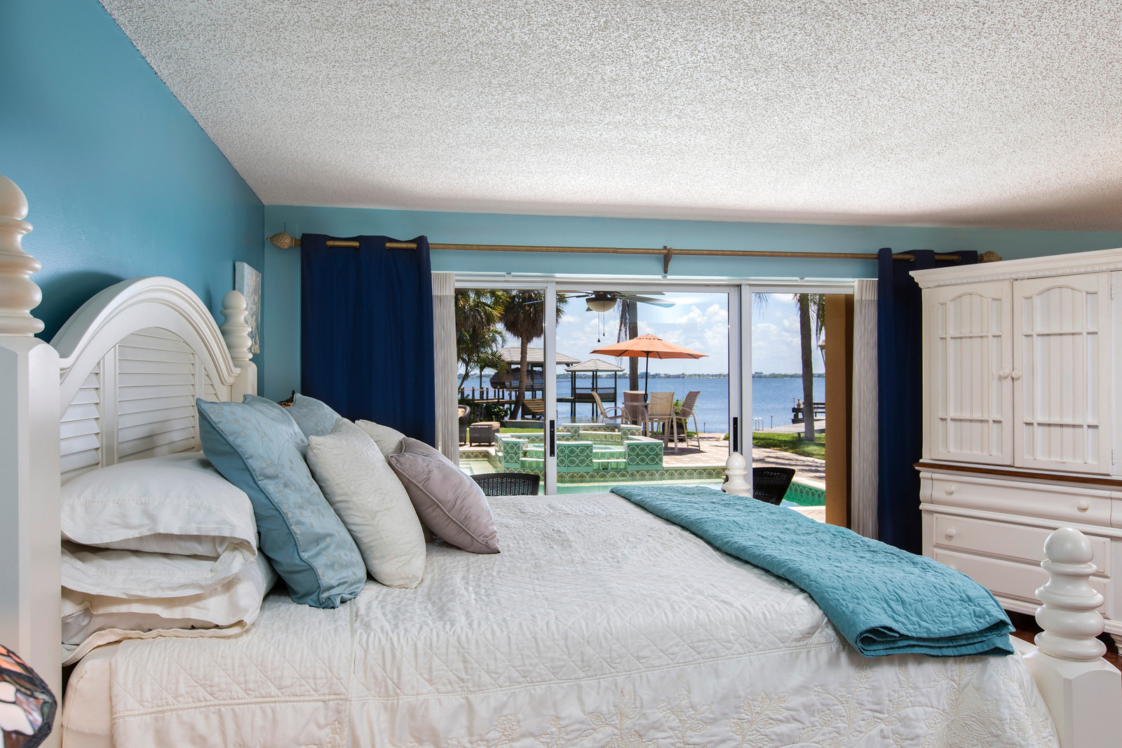 """<span class=""""caption-true"""">Master Bedroom Water View</span>"""