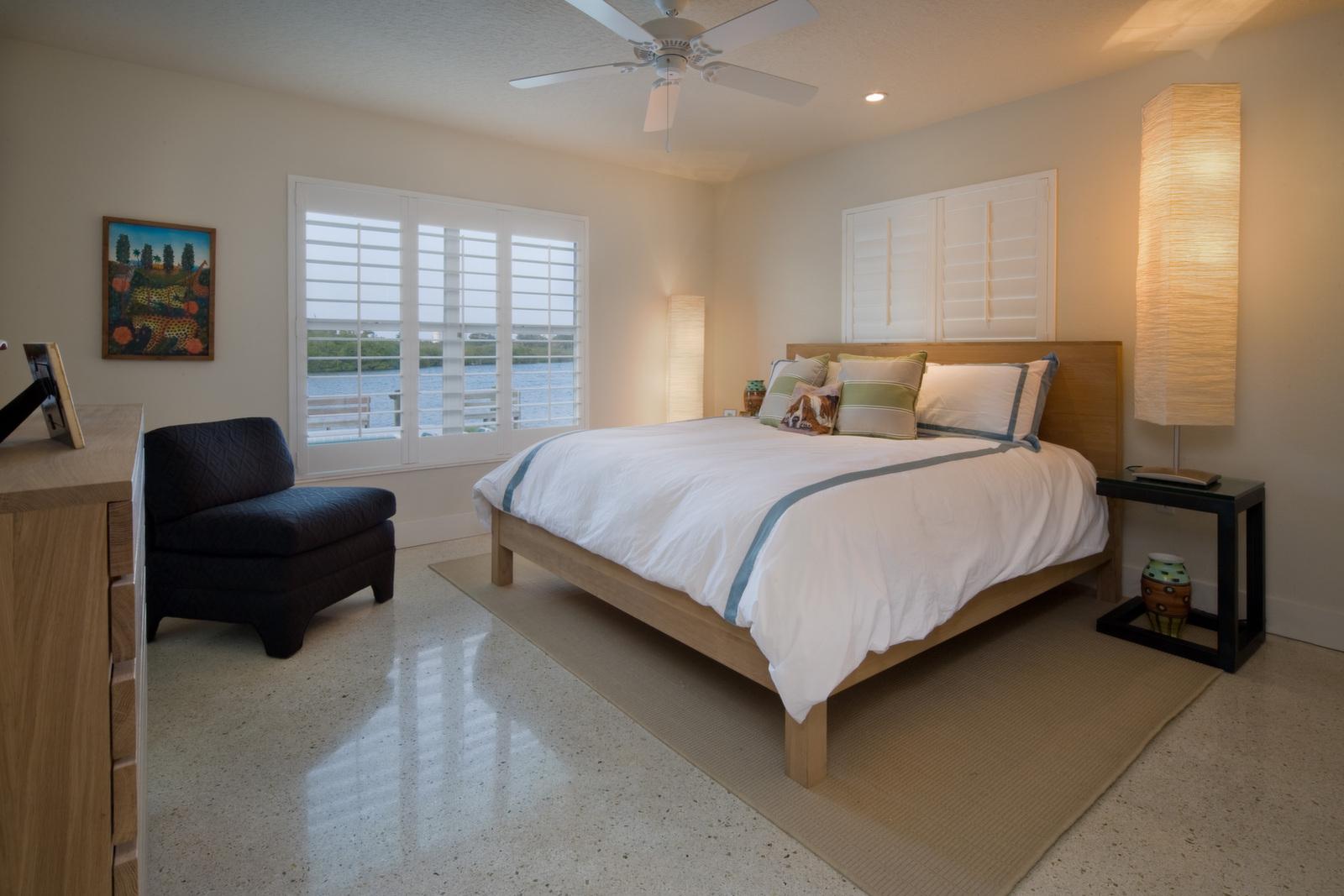 """<span class=""""caption-true"""">Guest Bedroom Suite</span>"""