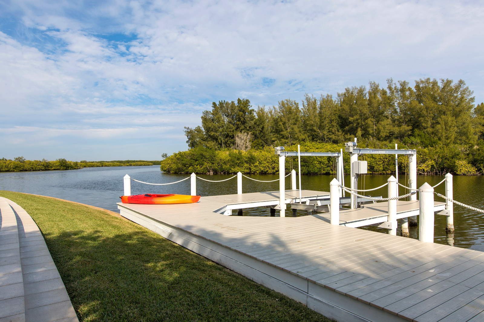"""<span class=""""caption-true"""">New Dock with Boat Lift</span>"""