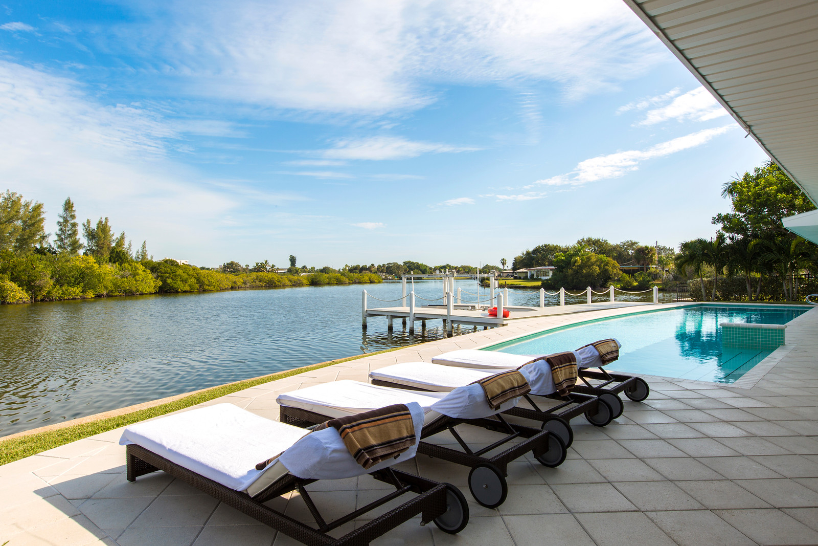 """<span class=""""caption-true"""">Beautiful River Views on the Pool Deck</span>"""