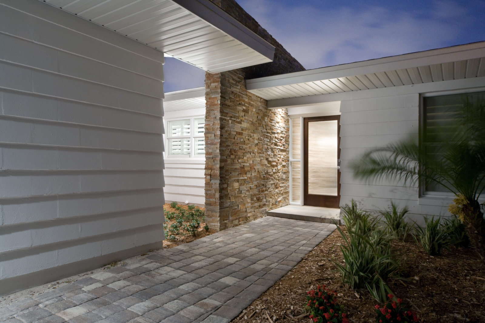 """<span class=""""caption-true"""">Front Entry Courtyard</span>"""