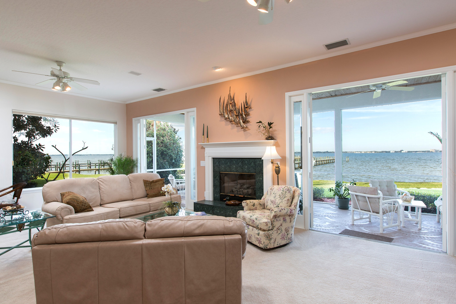 """<span class=""""caption-true"""">Gas Fireplace and Double French Doors</span>"""