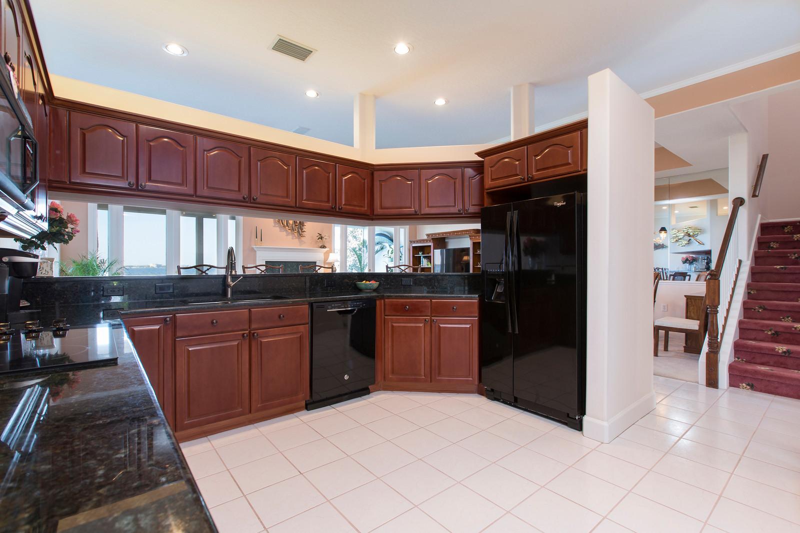 "<span class=""caption-true"">Updated Kitchen</span>"
