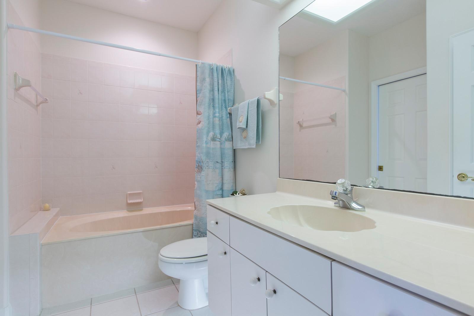 "<span class=""caption-true"">Guest Bathroom</span>"