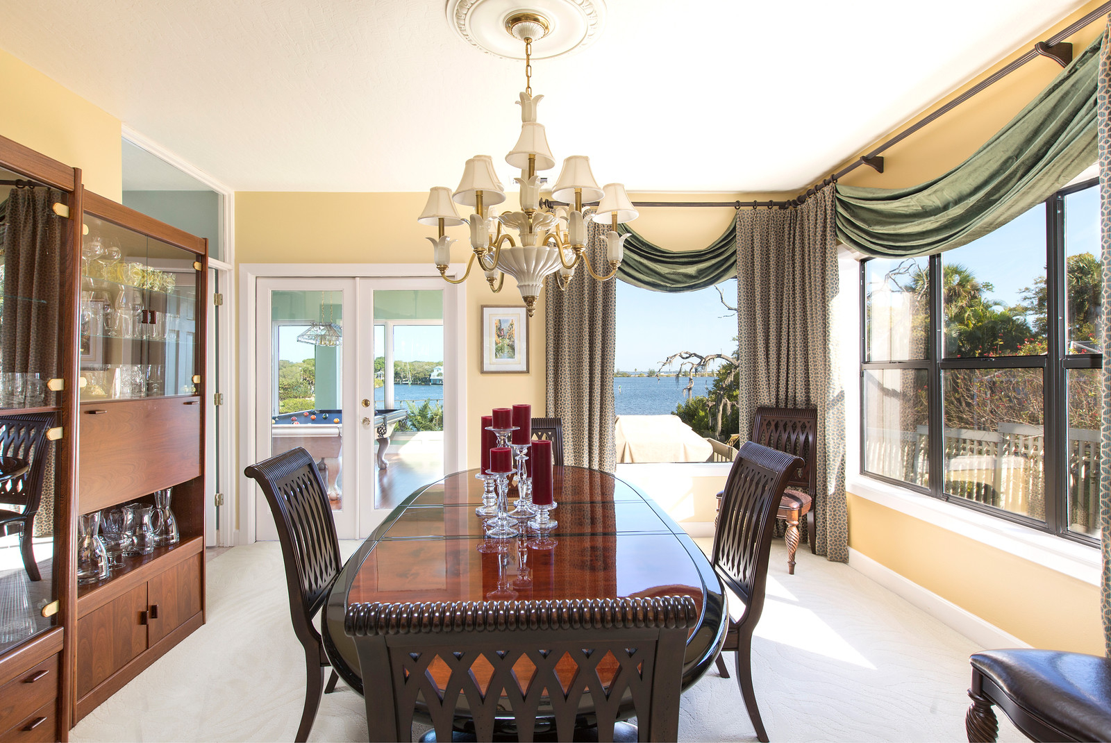 """<span class=""""caption-true"""">Water View from Dining Room</span>"""
