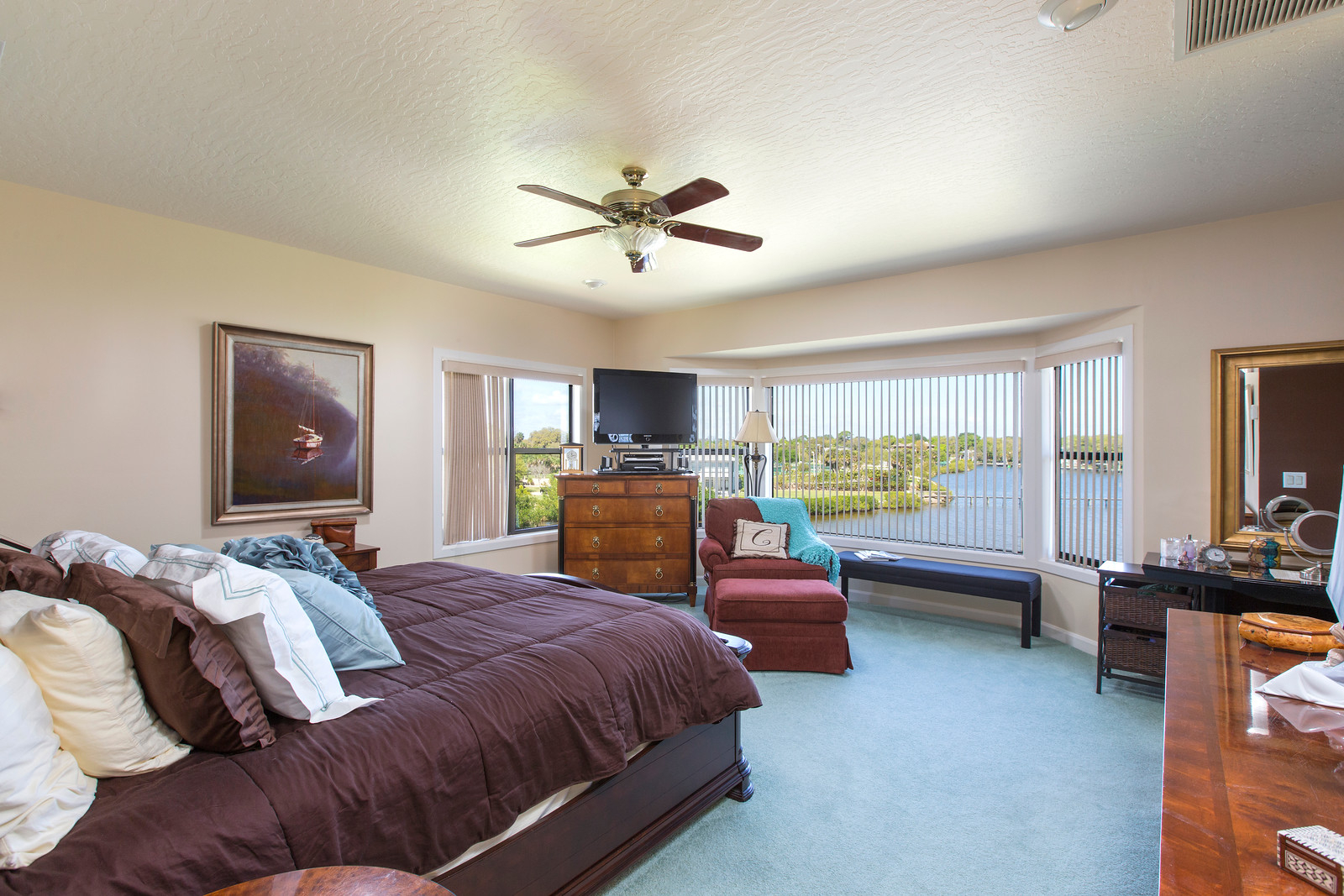 "<span class=""caption-true"">Master Bedroom</span>"