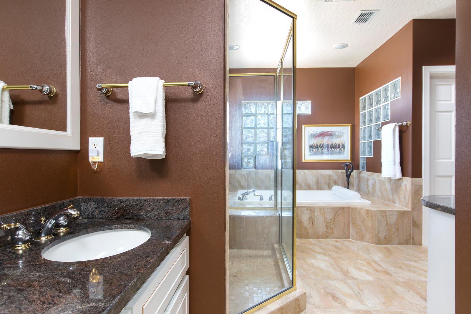 "<span class=""caption-true"">Master Bathroom</span>"