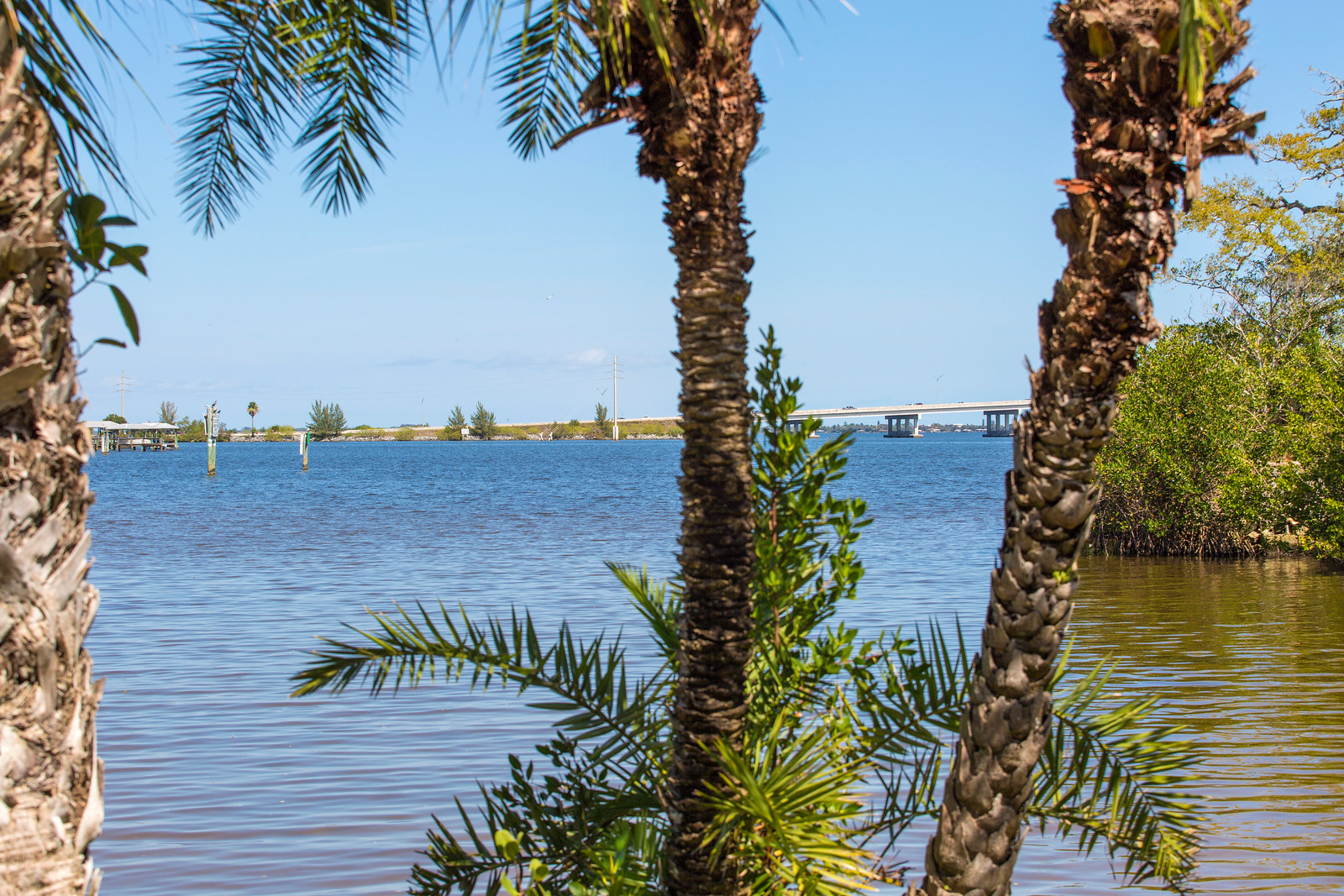 """<span class=""""caption-true"""">River / Intracoastal View</span>"""