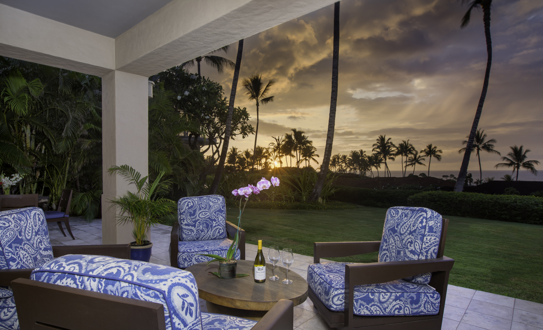 """<span class=""""caption-true"""">Lanai and Swimming Pool View</span>"""