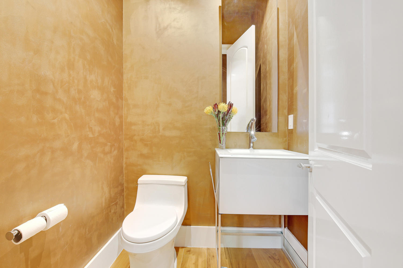 "<span class=""caption-true"">Half Bathroom (downstairs)</span>"