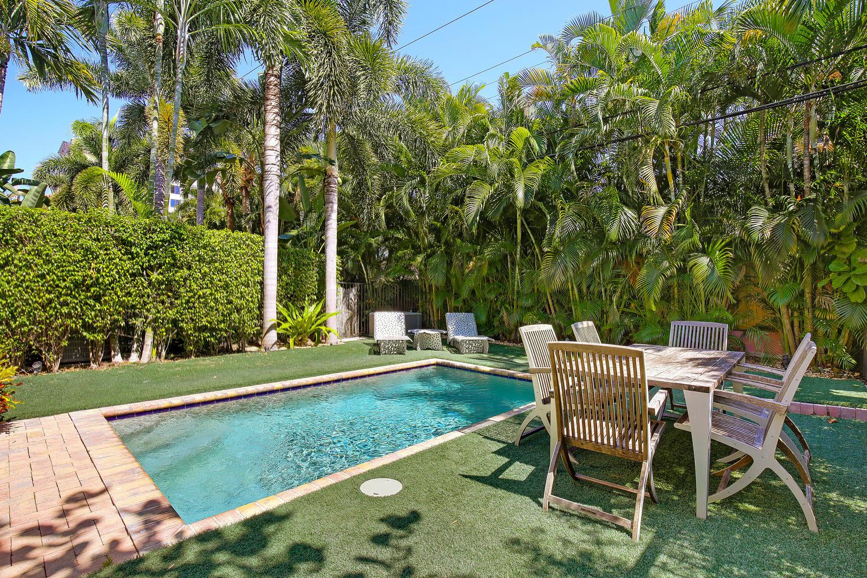 "<span class=""caption-true"">Backyard and Pool Area</span>"
