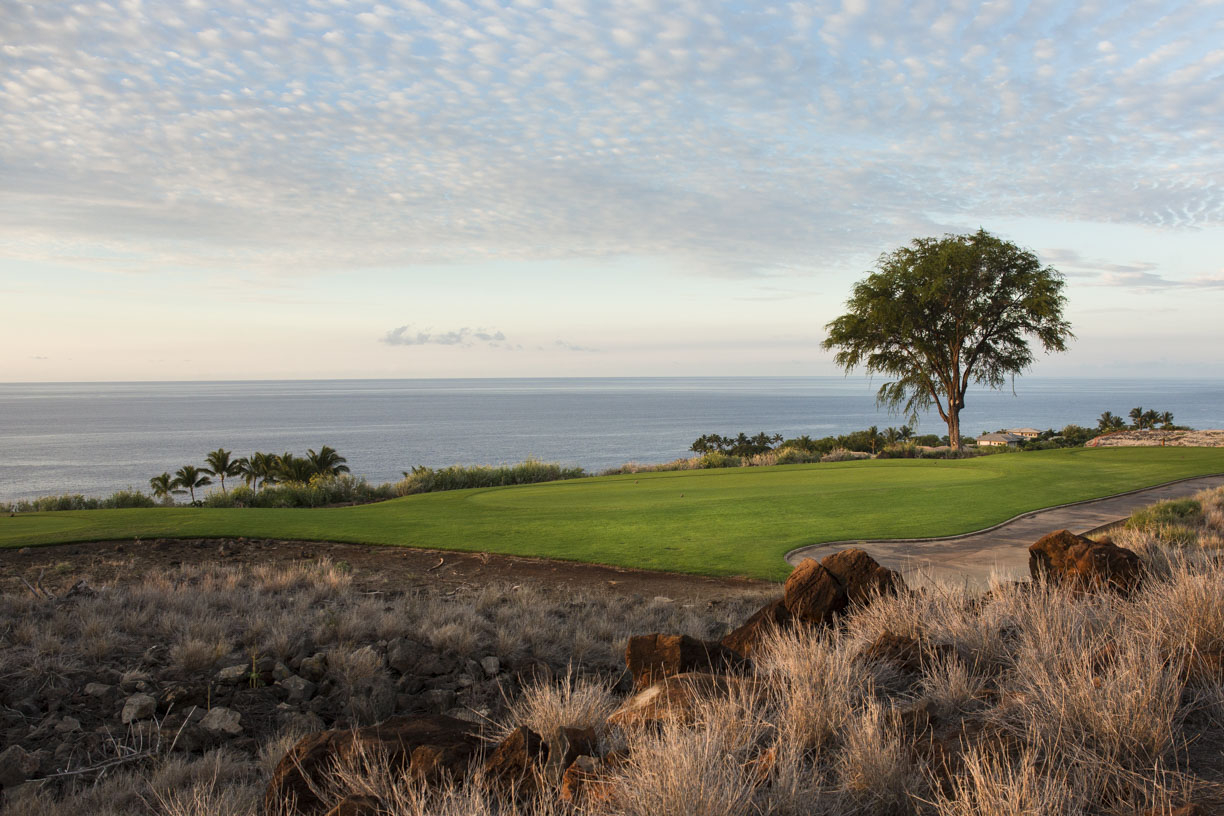 "<span class=""caption-true"">View of 10th Tee at Manele</span>"