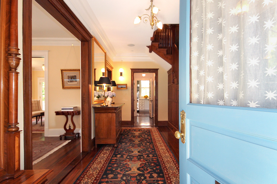 Foyer Luxury Zoo : Restored victorian with luxury finishes