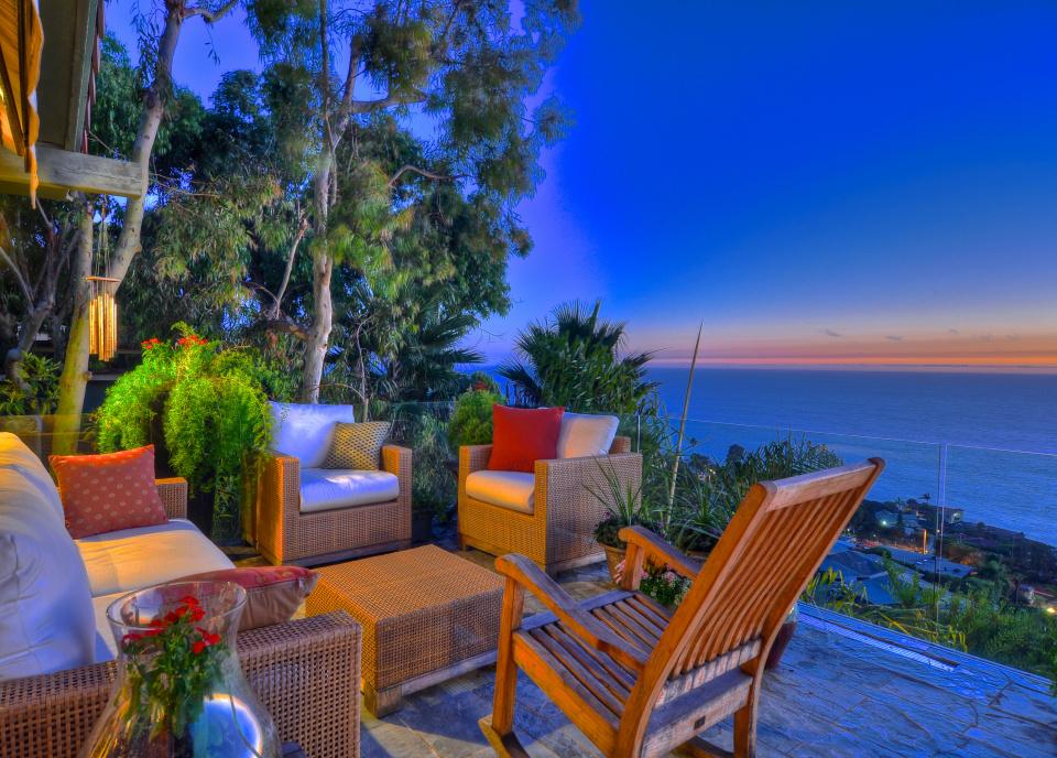 Laguna beach contemporary home for sale for Houses in laguna beach for sale