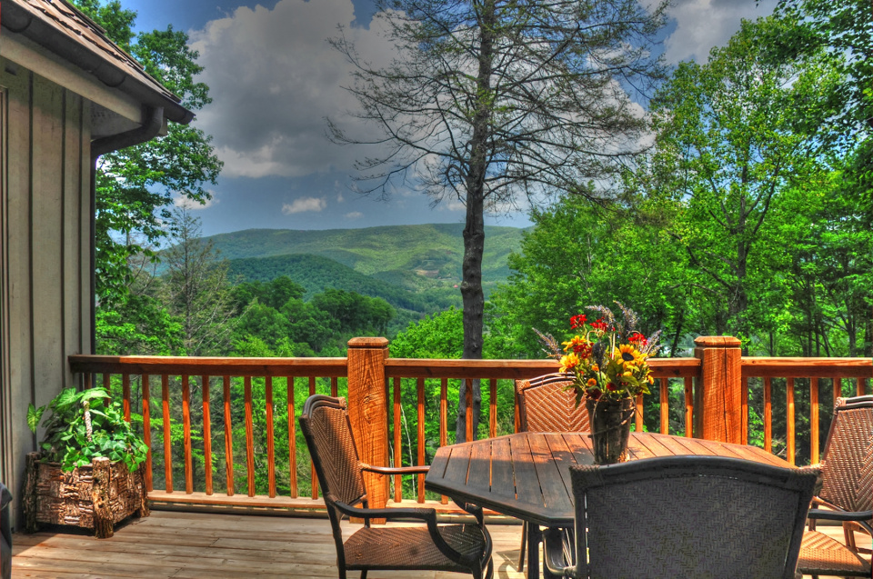 Laurel Village Cottage V  LuxuryRealEstate com